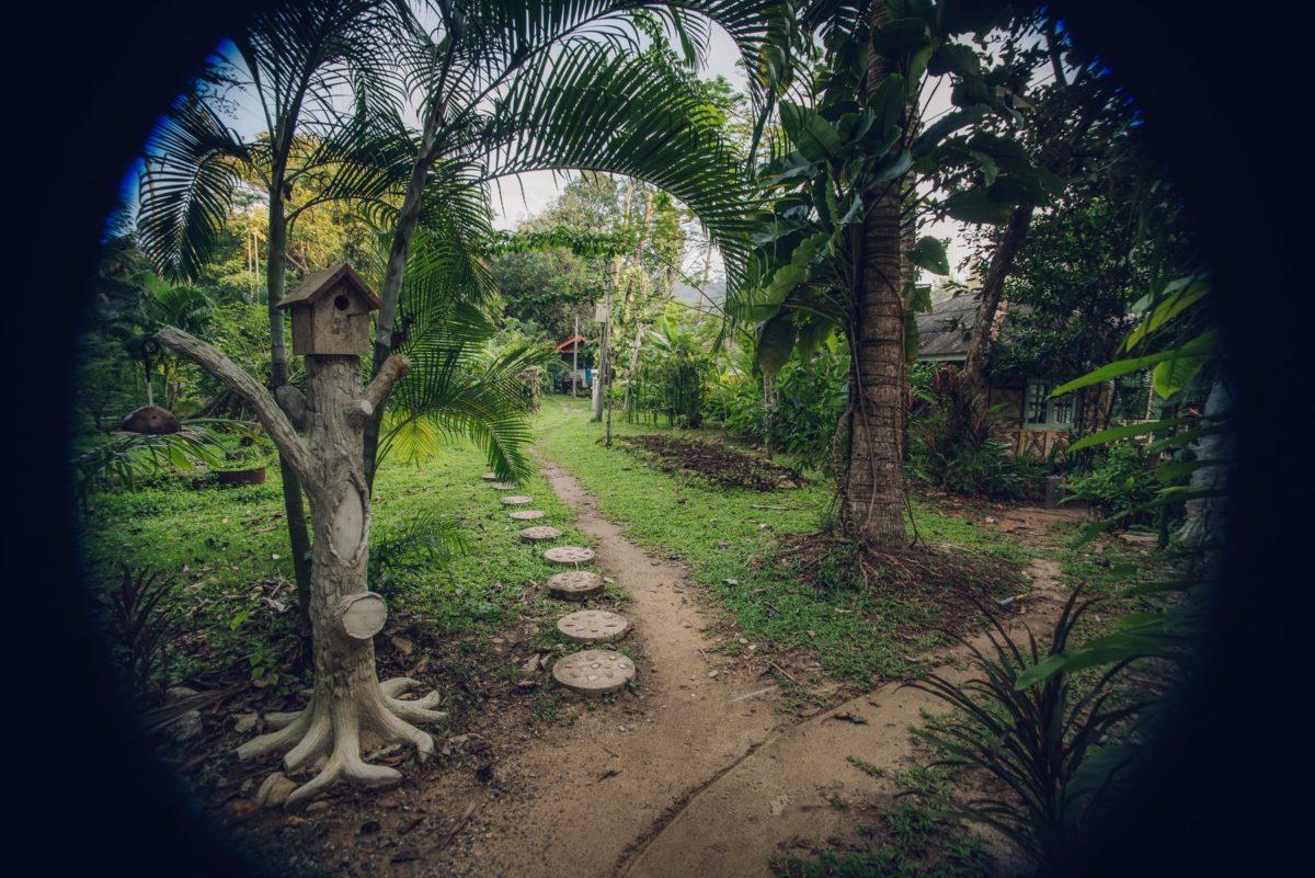 Traditional Thai Garden - Blue Lagoon Koh Chang Bungalows